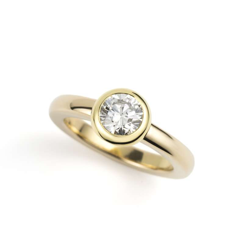 18k Yellow Gold Round Brilliant Cut Rubover Set Diamond